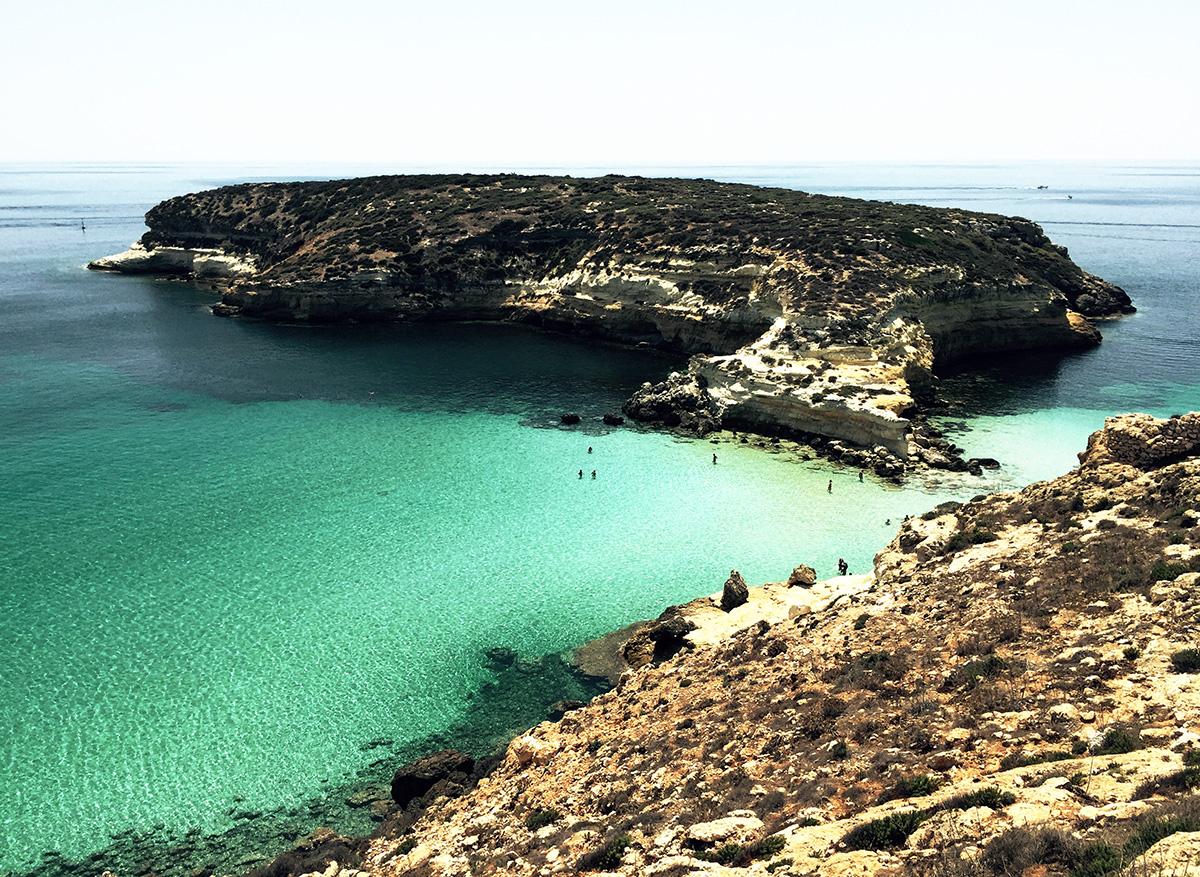 Greenpeace Italia accende il sole a Lampedusa